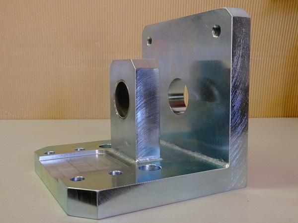 機械加工+溶接加工品(ブラケット製品)